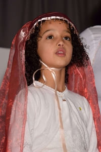 girl dressed as marry in nativity play